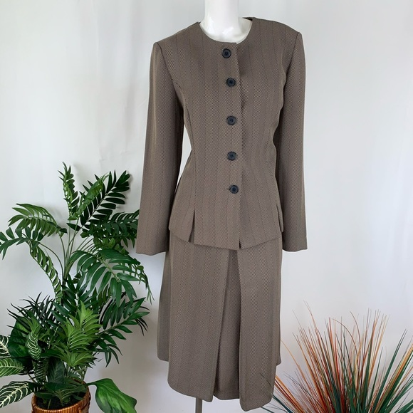 Leslie Fay Jackets & Blazers - Leslie Fay Tan Brown Skirt Suit Size 12